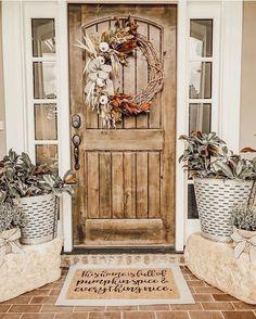 Front porch design Modern Farmhouse Porch, Farmhouse Front Porches, Country Farmhouse Decor, Small Front Porches, Farmhouse Door, Urban Farmhouse, House With Porch, Porch Uk, Front Door Decor