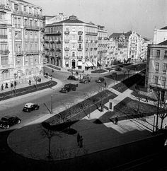 Rua braamcamp anos 50 Algarve, Places In Portugal, Iberian Peninsula, Interesting Buildings, Most Beautiful Cities, Capital City, Old Photos, Vintage Photos, Vintage Photography