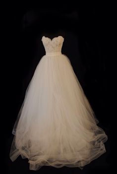 Gorgeous wedding dress, lace sweetheart neckline and tulle a line bottom
