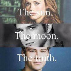 Imagen vía We Heart It #human #TheMoon #thesun #thetruth #werewolf #teenwolf