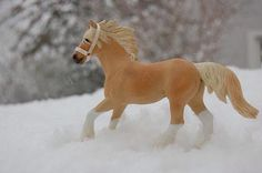Schleich Horses Stable, Horse Stables, Diy Horse Toys, Barbie Horse, Bryer Horses, Wolf Stuff, Safari, Clydesdale, Farm Yard
