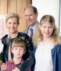 Thanks to Sandra Jenkins for this   A lovely photo of TRH Prince Edward The Earl Wessex and The Countess of Wessex and their family. Lady Louise and James Viscount Severn