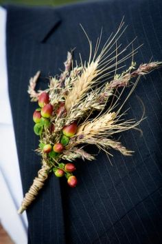 I really want to work wheat into a lot of the arrangements and bouquets. Perfect for a fall wedding.