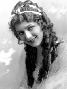 The first movie fashion fad was Hollywood star Mary Pickford's (1892-1979) curls, which were augmented from the hair of Los Angeles prostitutes.