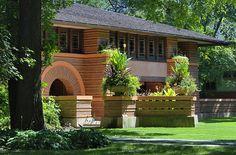 Frank Lloyd Wright. Arthur Heurtley House (1902). Oak Park, Illinois. Early Prairie Style