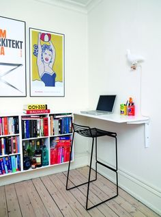 ComputerkrogUdnyt et lille hjørne af stuen eller soveværelset til en arbejdsplads. Med bærbare computere i husstanden behøver bordet ikke være ret dybt, og bygger du det i forlængelse af for eksempel bogreolen, fylder det hverken fysisk eller visuelt.'Hee'-barstolen og lampen 'Pigeon Bird' er begge fra Hay.