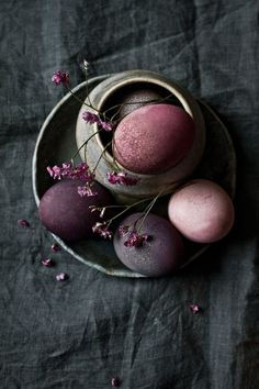 Easter decoration with a difference! - Easter decoration with a difference! Easter Egg Dye, Easter Bunny, Easter Food, Diy Cadeau, Diy Ostern, Egg Art, Decoration Table, Decoration Restaurant, Egg Decorating