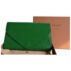 Second hand Louis Vuitton Pochette cuir épi Day Clutch Bag Green 280 €, certified by an independent expert Discover the entire selection Day Clutch Bag Louis Vuitton on Instant Luxe. Green Colors, Clutch Bag, Louis Vuitton, Wallet, Leather, Louise Vuitton, Clutch Bags, Handmade Purses, Diy Wallet