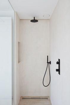Nieuwen Hove - Chrisma Shower l Concrete walls l Details in black