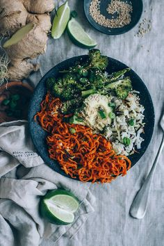 Swap your pasta for vegetables. Pin this Sweet potato noodles bowl with broccoli, avocado and wild rice, plus ginger tamari dressing for a delicious lunch or dinner // TheAwesomeGreen.com