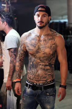 It's not (only) about the tattoos… Just lifting up one (or two) arms after the long day at the International Tattoo Expo would be nice. International Tattoo Expo. Rome, Italy. Photo by male®