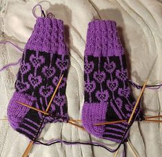 Marimekko, Knitting Socks, Gloves, Cookies, Crocheting, Brioche, Knit Patterns, Knit Socks, Crack Crackers