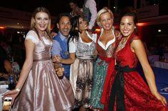 Elena Kilb, Falk-Willy Wild, Tanja Tischewitsch & Angelina Heger feiern auf der Angermaier Trachten-Nacht