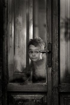 An image can tell a whole story Black And White Portraits, Black And White Photography, Vintage Photographs, Vintage Photos, Street Photography, Art Photography, Kids Photography Boys, Dark Art Drawings, Foto Baby