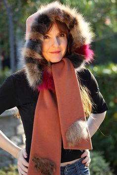 Cappuccio sciarpa in lana e cashmere con bordatura in volpe