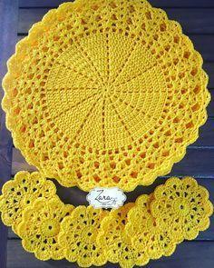 Best 12 Kit with 06 Sousplat + 06 Crocus Cup Holder Measures: Sousplat: Po … – – SkillOfKing. Crochet Placemats, Crochet Mat, Crochet Dollies, Crochet Table Runner, Crochet Doily Patterns, Crochet Round, Crochet Home, Thread Crochet, Filet Crochet
