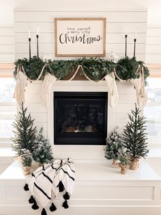 Merry Christmas, Fresh Christmas Trees, Modern Christmas Decor, Christmas Trends, Christmas Decorations For The Home, Natural Christmas, Farmhouse Christmas Decor, Christmas Aesthetic, Christmas Inspiration