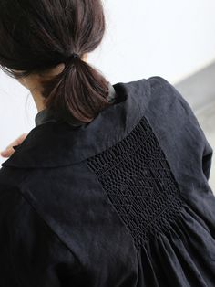 Back smocking jacket