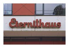 "https://flic.kr/p/EDhpum | Interbau Objekt 25 A | The Eternithaus (arch. Paul Baumgarten, 1957) built as a part of the international architectural exhibition ""Interbau 57"". Berlin-Hansaviertel, Germany  www.findingberlin.com/finding-hansaviertel/"