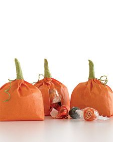 DIY: Easy Pumpkin Treat Bags for Halloween parties