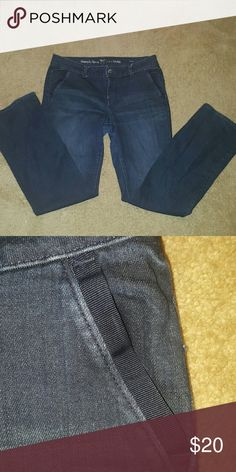 💕SALE💕Simply Vera VERA WANG dark denim jeans Two side pockets w a line of black/navy  material see pic 2...EUC ✅Make an offer through OFFER button ONLY ✅Negotiations welcome 🚫No trades 🚫No PayPal Simply Vera Vera Wang Jeans Straight Leg
