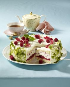 Unser beliebtes Rezept für Rhabarber-Himbeer-Torte und mehr als 55.000 weitere kostenlose Rezepte auf LECKER.de.