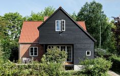 Nyt sommerhus med havudsigt til under en million House Extensions, Abandoned Houses, House In The Woods, Home Fashion, Beautiful Homes, Home Goods, Home Improvement, Sweet Home, New Homes