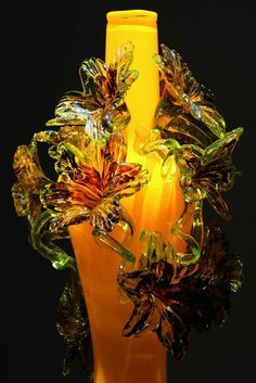 Dale Chihuly Art Glass - His work is so delicate! I would love this piece, wouldn't you?