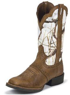 Love them camo boots ! YEE YEE