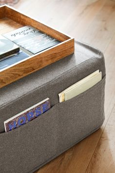 pufs-de-color-gris-con-bolsilles-laterales-a-modo-de-revistero 00402235