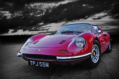 Ferrari Dino, torna dopo 40anni  Creata da Enzo Ferrari come omaggio personale al figlio Dino, la Ferrari Dino 246 GT che da fine anni '60 a metà anni '70 ha dominato la scena delle sportive, sta per essere rimessa in produzione.   Nel 1970 quando nacque la Ferrari Dino 246 GT Serie L, il cuore del signor Enzo ...