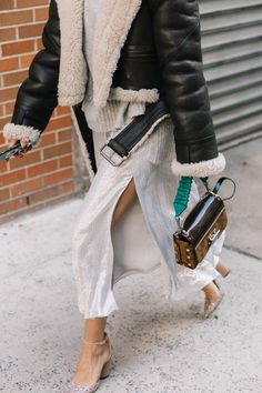 street style fashion / Fashion week week Fall street style fashion / Fashion week week Spring outfit ideas Nude Heels Outfits: What to Wear With Nude Shoes Looks Street Style, Autumn Street Style, Look Fashion, Fashion Outfits, Womens Fashion, Fashion Trends, Heels Outfits, Fashion 2018, Fall Fashion