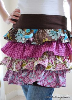 Cute Ruffled apron pattern. Makes a great handmade Christmas gift idea!