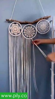 Macrame Plant Hanger Patterns, Macrame Wall Hanging Diy, Macrame Patterns, Dream Catcher Decor, Macrame Owl, Crochet Decoration, Macrame Design, Macrame Projects, Diy Home Crafts
