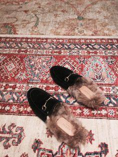 GUCCI #gucci #gucciloafer #guccifur #fur #slides #guccislides #velvet #black #blackvelvet #milan #guccistore #guccimilan #italy #dolcevita #italian #inspo #girly #boho #bohemian #look #princetown #velvetshoes #blogger #bloggerlook #guccishoes #carpet #jimsandkittys #jandk #outfit #mailand #italien
