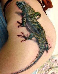 Tatuaje en cadera de Iguana