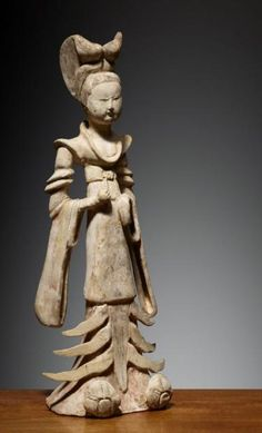 DAME CHINE - DYNASTIE DES TANG (618-907) Terre cuite. H. 38 cm