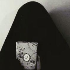 .......... إن المرأة المؤمنه التي تقتدي بالسيده زينب عليها السلام وتعيش مع واقعة كربلاء والتي ترسخ اخلاق ومبادئ وقيم الاسلام بظاهرها وباطنها يستحيل ان تنجرف وراء الخدع الشيطانيه التي جائت من قبل الغرب ......... والمرأه التي تتتخلق بأخلاق زينب عليها السلام لايمكن ان تغير او تبدل زيها الاسلامي وعباءة الرأس ........ وعلينا ان نسعى إلى جعل النساء ان تلتزم بغطاء الوجه ايضاً والحجاب الزينبي الكامل ......... فبغطاء الوجه يكون الحجاب اقرب إلى الله واوقر ........ نرى بعض النساء الان ترتدي عبائات…