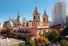 Esto es Cardoba, en el centro de Argentina. Está rodeado por hermosos valles y montañas.