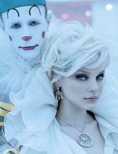 Creepy clown, but Jessica Stam looks beautiful Jessica Stam, Fashion Fotografie, Pierrot Clown, Estilo Glamour, Beautiful People, Beautiful Women, Ice Princess, Princess Hair, Monochrom