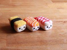 Felted Sushi Set - Needle Felted Food Gift Set - Japanese Nigiri Fake Food - Kawaii Gift for Her - Cute Smiling Face - Prawn, Egg, Salmon Wool Needle Felting, Needle Felted Animals, Wet Felting, Felt Animals, Sushi Set, Diy Sushi, Food Kawaii, Kawaii Gifts, Felt Diy