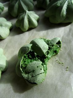 Gorgeous Green Matcha Meringues by cluracon
