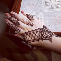 Mehndi Designs will blow up your mind. We show you the latest Bridal, Arabic, Indian Mehandi designs and Henna designs. Henna Hand Designs, Mehandi Designs, Mehndi Designs Finger, Mehndi Designs For Girls, Unique Mehndi Designs, Mehndi Designs For Fingers, Mehndi Design Images, Beautiful Henna Designs, Henna Tattoo Designs