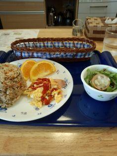 今日のお昼ご飯は炊き込み御飯セットいただいています。