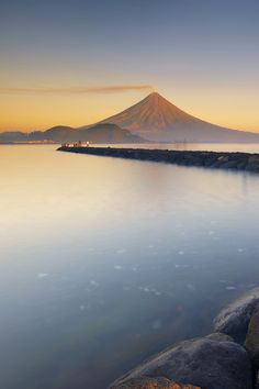 Cool Landscapes, Beautiful Landscapes, Mont Fuji, See The Sun, Sunset Photos, Sunset Photography, Out Of This World, Beautiful Sunset, Sunrise