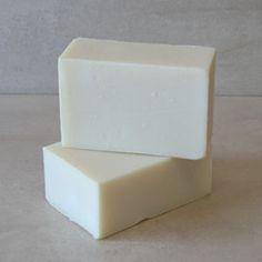 Como hacer Jabón puro de aceite de Oliva o de Castilla facilmente Solid Shampoo, Natural Shampoo, Decorative Soaps, Olive Oil Soap, Homemade Candles, Body Soap, Soap Recipes, Natural Home Remedies, Home Made Soap