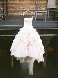 Tendance Robe De Mariée 2018 : Romantic Autumn Wedding at The Foundry: www. Bridal Wedding Dresses, Dream Wedding Dresses, Wedding Attire, Bridal Style, Girls First Communion Dresses, Wedding Beauty, Autumn Wedding, Couture, Beautiful Dresses