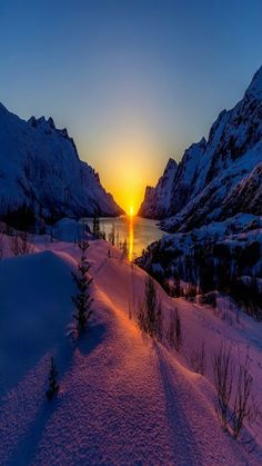 Sunrise (or sunset) in snowy mountains with a lake. Winter Sunset, Winter Scenery, Winter Light, Winter Snow, Beautiful World, Beautiful Places, Landscape Photography, Nature Photography, Travel Photography