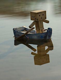 Danbo in his lake boat Danbo, Cardboard Robot, Box Robot, Basson, Amazon Box, Robots Characters, Knight Art, Cute Box, Cute Photography