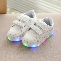 2017 New Baby Girl Boy Led Light Up Shoes Star Pattern Kid Luminous Sneaker Spring Autumn Toddler Children Glowing Casual Shoes Baby Sneakers, Casual Sneakers, Sneakers Fashion, Casual Shoes, Light Up Shoes, Lit Shoes, Baby Girl Shoes, Boys Shoes, Jelly Shoes
